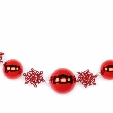 1x rode decoratie slingers met kerstballen en kerst sneeuwvlokken 116 cm