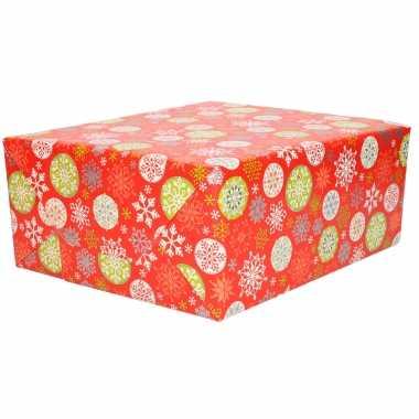 1x rollen kerst cadeaupapier/inpakpapier rood met gekleurde kerst sneeuwvlokken 200 x 70 cm
