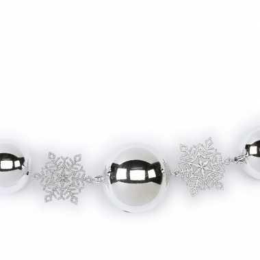 1x zilveren decoratie slingers met kerstballen en kerst sneeuwvlokken 116 cm