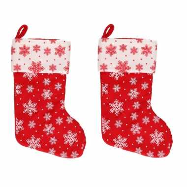 2x rood/witte kerstsokken met kerst sneeuwvlokken print 40 cm