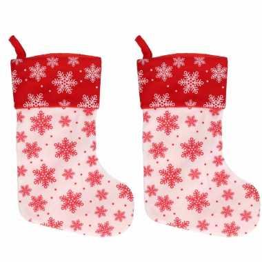 2x wit/rode kerstsokken met kerst sneeuwvlokken print 40 cm