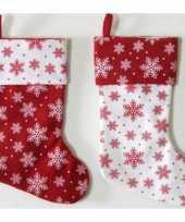 1x wit rode kerstsokken met kerst sneeuwvlokken print 40 cm