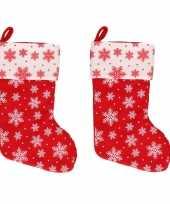 2x rood witte kerstsokken met kerst sneeuwvlokken print 40 cm