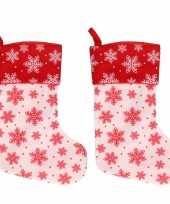 2x wit rode kerstsokken met kerst sneeuwvlokken print 40 cm