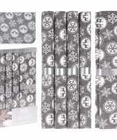 Kerstdiner diner tafeldecoratie tafellopers met 5x placemats grijs met kerst sneeuwvlokken